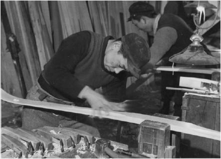日本映画社が芳賀スキー工場をニュース映画用に撮影したた時のステール写真(芳賀孝郎さん提供)