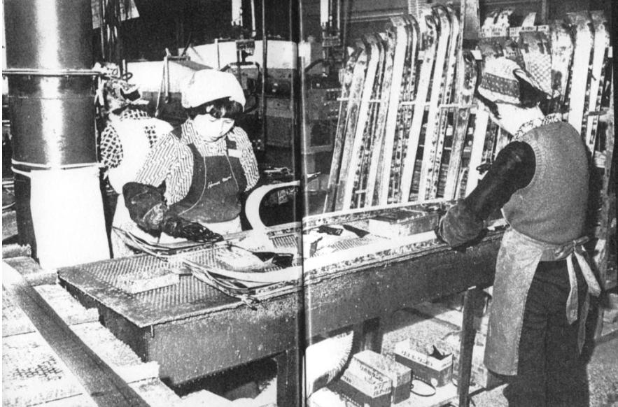 03.真狩工場での一体型スキー製造