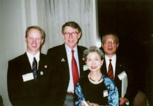 日本山岳会100周年記念時にカナダ山岳会会長を招いて(右端が芳賀夫妻)
